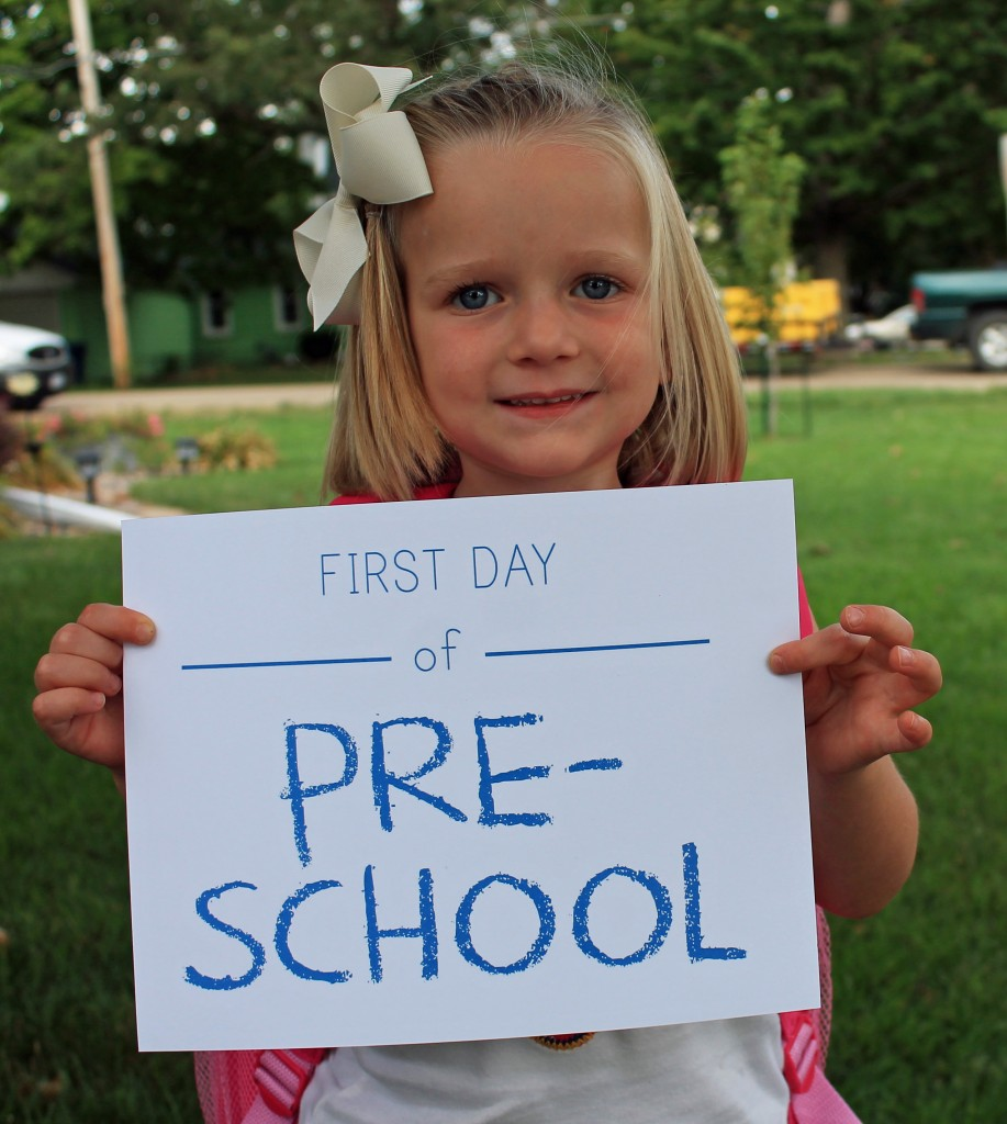 first day of school photo shoot ideas - printable first day of school signs and bonus photo ideas