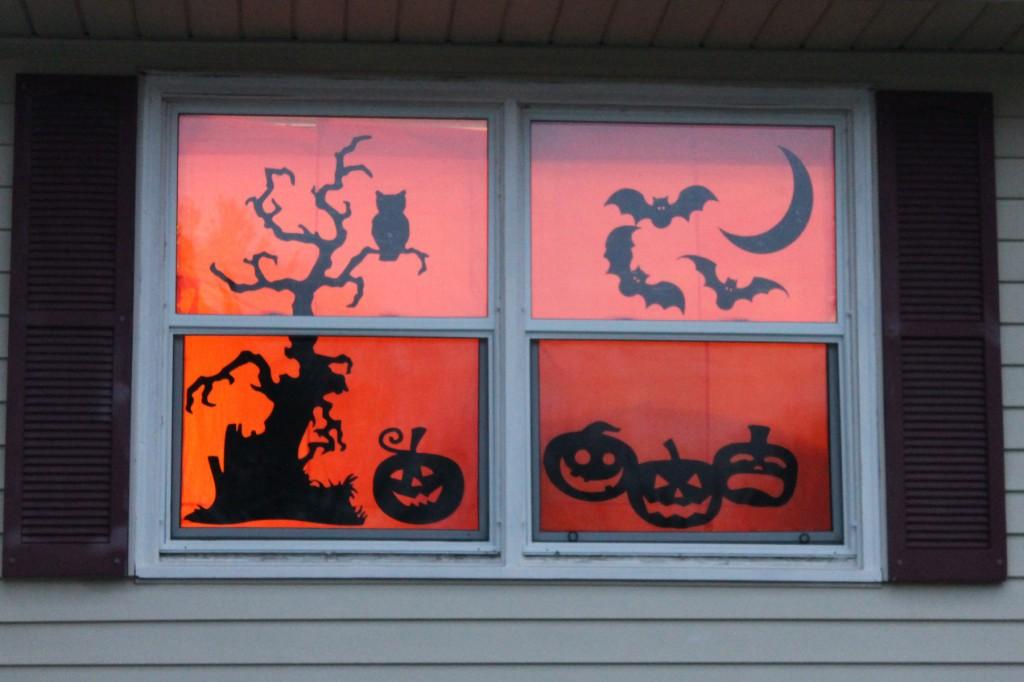 Halloween silhouette windows who arted for Halloween window designs