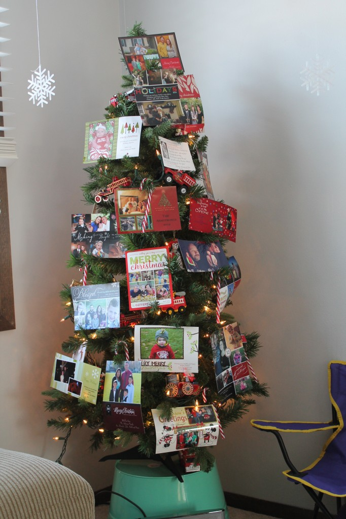Displaying Christmas Cards - Who Arted?
