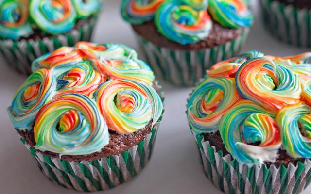 Rainbow Swirl Cupcakes 00 - Feature Image (No Watermark)